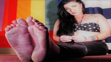 Abused Rough Wrinkled Soles Side By Side Curling Stretching Black Toenails