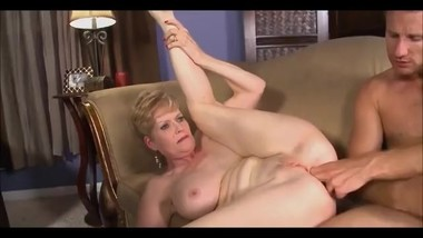 Mature lady right in her ass and cumshot