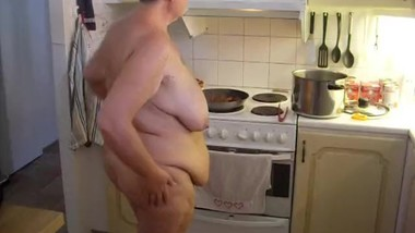 Jen is cooking Food all Naked